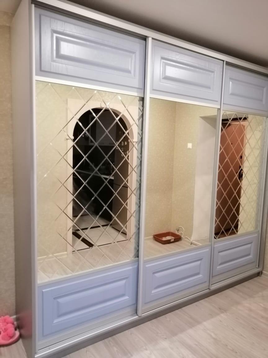 Шкаф-купе с зеркальными фасадами