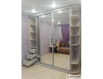 Зеркальный шкаф-купе в детскую