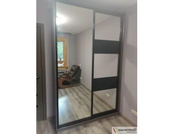 Зеркальный шкаф-купе со вставками