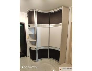 Радиусный шкаф-купе с красивыми фасадами