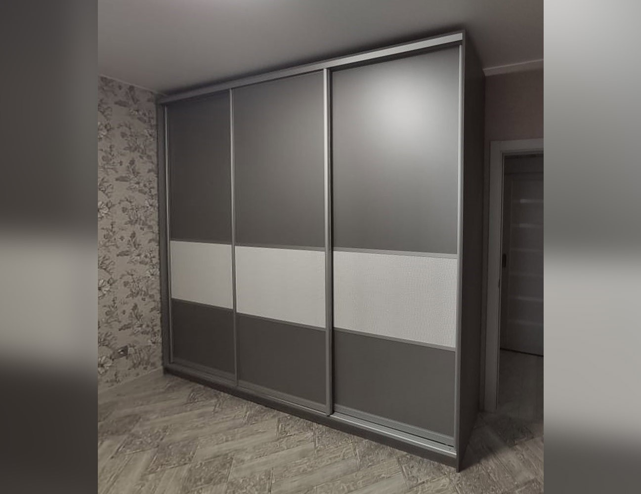 Шкаф-купе с 3 комбинированными фасадами
