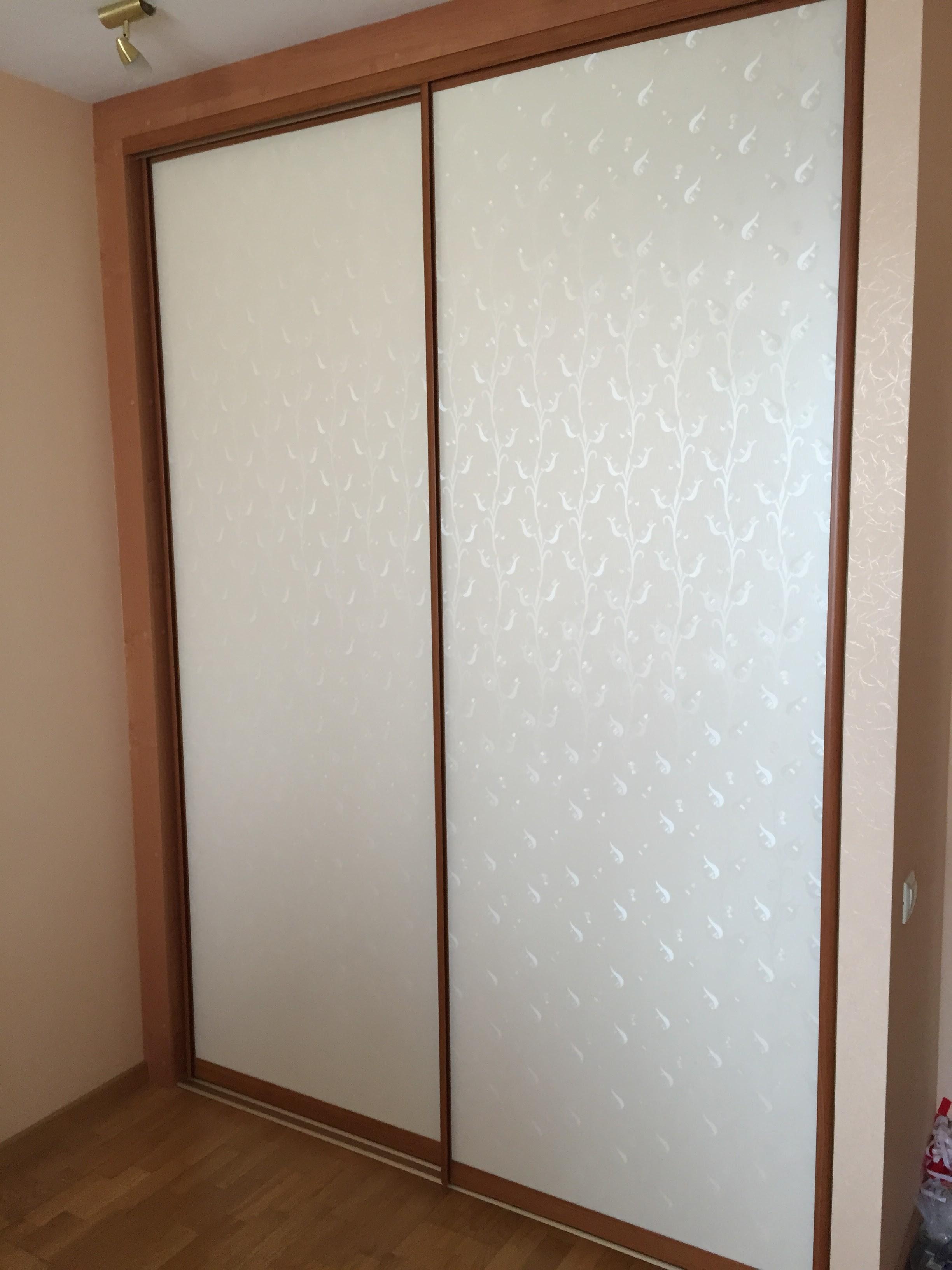 Встроенный шкаф-купе (стекло с рисунком)