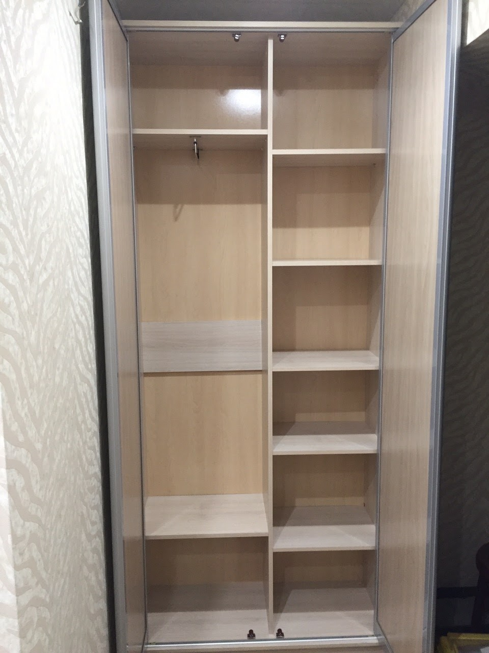 Распашной шкаф в прихожую №2