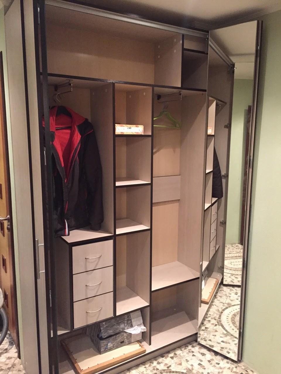 Распашной шкаф в прихожую №3