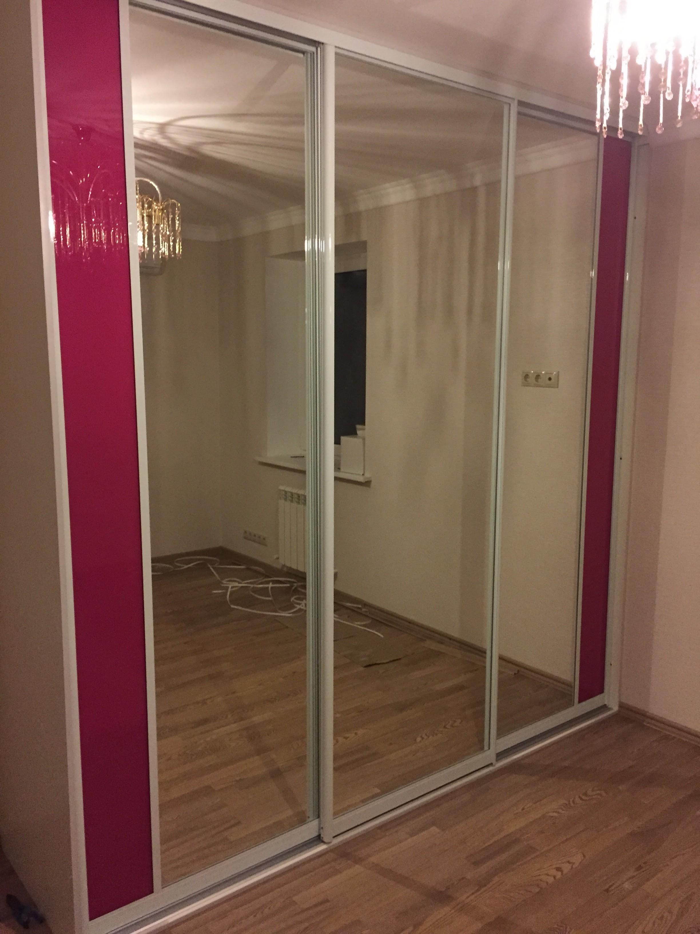 Шкаф-купе (Зеркальные двери + вставка)