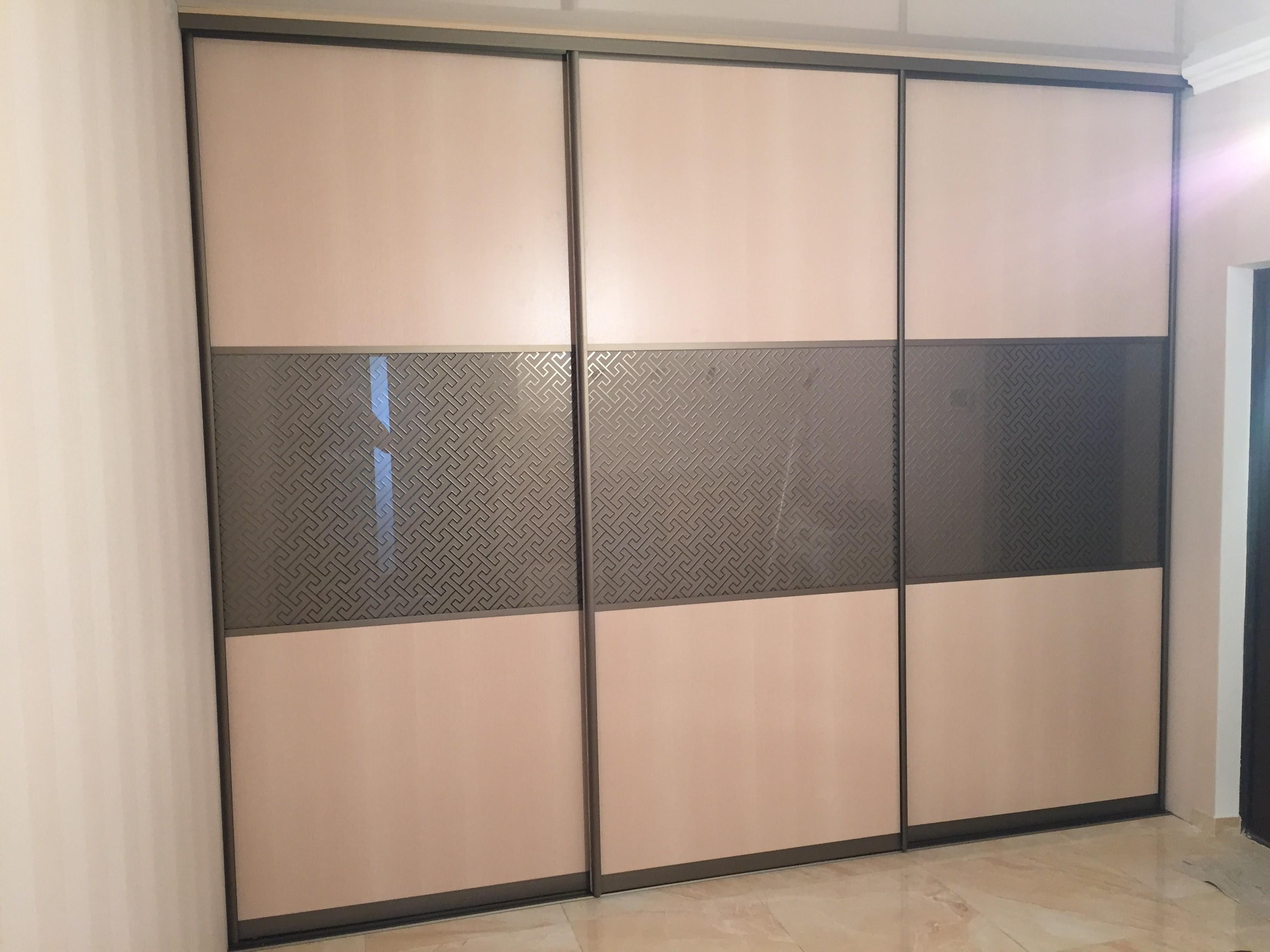 Встроенный шкаф (комбинированные двери)