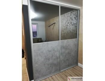 Встроенный шкаф с интересным дизайном
