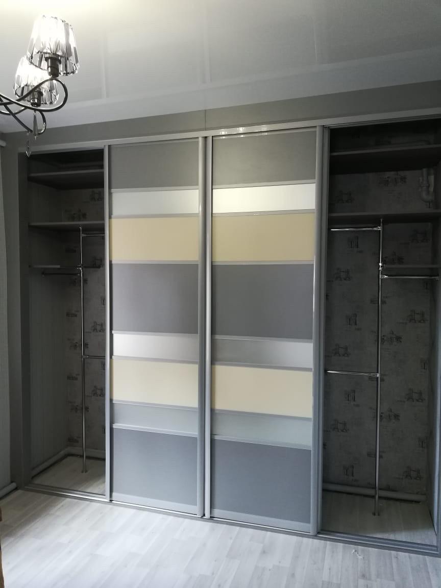 Встроенный шкаф-купе с интересным дизайном