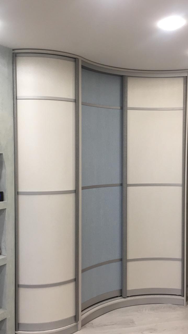Встроенный радиусный шкаф-купе