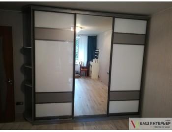 Шкаф-купе с зеркалом по середине