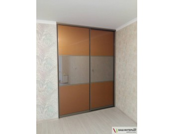 Встроенный шкаф со стеклом лакобель