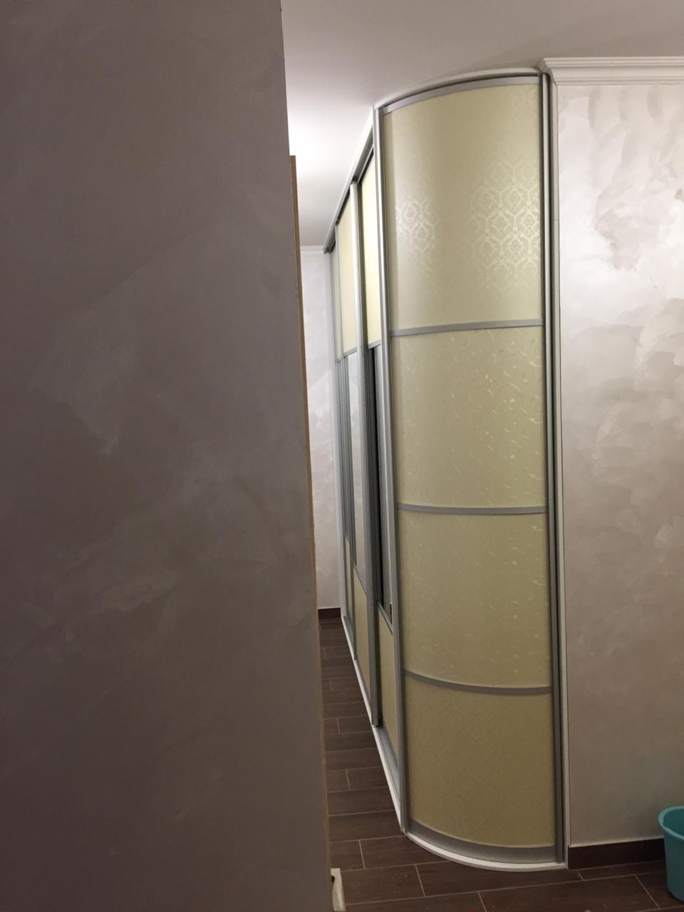 Встроенный шкаф с угловым завершением