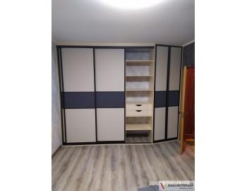 Встроенный шкаф необычной формы